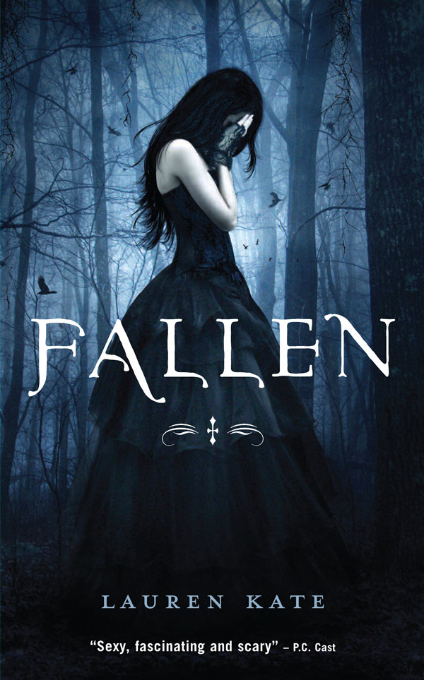 Leslie's Review: Fallen by Lauren Kate